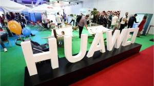 Trump signs executive order clearing the way to ban Huawei from U.S. networks