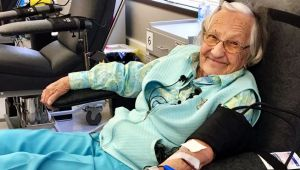 "Giving blood with Canada's oldest donor ""Granny Bea'"