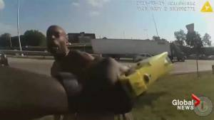 Body cam shows naked man attacking police before being fatally shot (00:43)