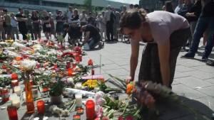Vigil continues at scene of Munich gun attack