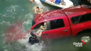 Dramatic video shows Good Samaritans helping save family from sinking vehicle