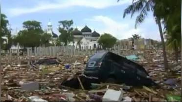 Tsunami recovery efforts in Indonesia slow amid new 'extreme