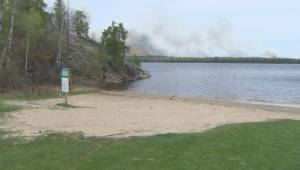 Forest fire along Manitoba-Ontario border continues to grow