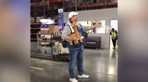 Toys 'R' Us boss sends off team with song on last day
