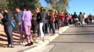 People donate blood following Las Vegas mass shooting (00:47)