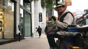 Montreal's 'spoonman' busker is retiring