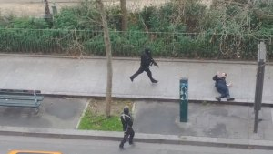 Gunmen attack police officer following shooting in Paris (GRAPHIC VIDEO)