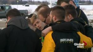 Estevan Bruins stop to pay respects at Humboldt Broncos bus crash site