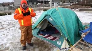 """Cambridge man makes a stop in Kingston for """"90 days and nights in the cold"""" campaign"""