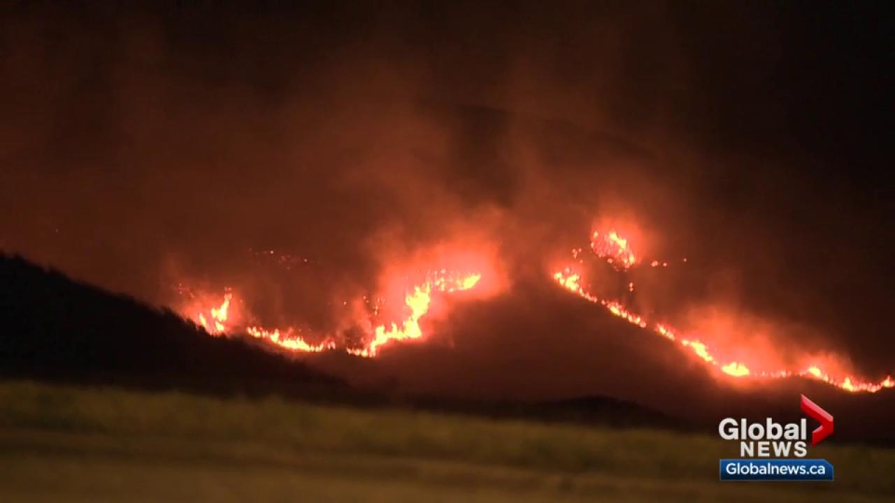 Firefighter dies battling grass fire near Hilda, Alberta