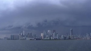 Timelapse captures thunderstorm rolling through Toronto