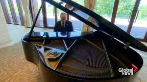 Putin plays piano while waiting to talk with Chinese leader Xi