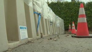 Pierrefonds-Roxboro installs 'muscle wall' to prevent flooding