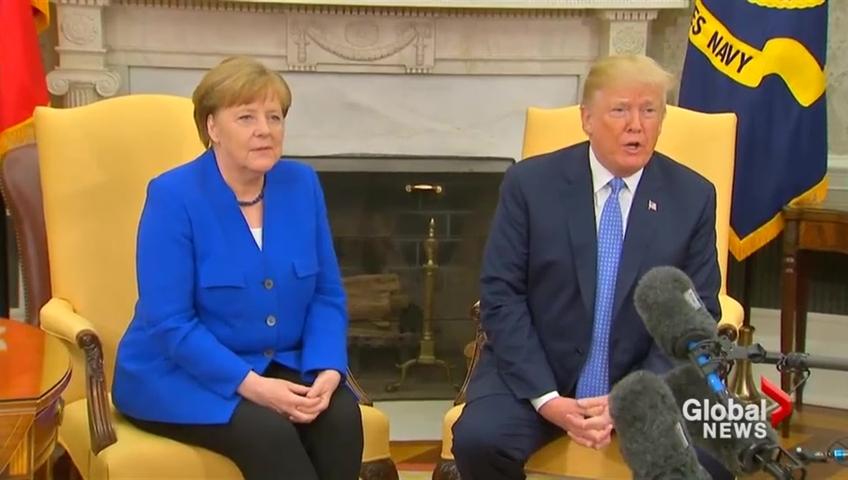 Donald trump entretient le flou face à angela merkel la croix