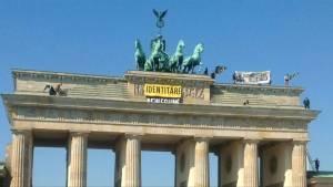 Far-right activists scale Berlin's Brandenburg Gate