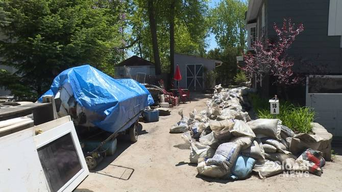 'It's going to be finished': Volunteers lead Île Mercier flood cleanup
