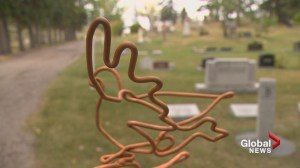Calgary artist adds pet sculpture to memorial event in cemetery