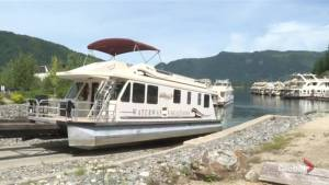 Waterways receivership a blow to tourism in Canada's houseboat capital