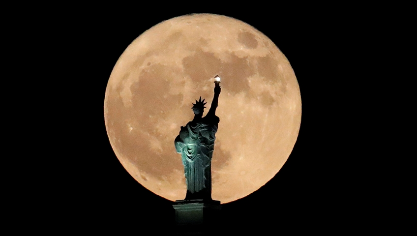 Dazzling Supermoon of 2017 Wows Stargazers