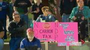 Play video: Protesters in Lethbridge voice frustration over NDP carbon levy