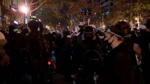 U.S. election: Trump supporters clash with counter-protesters in DC (02:05)