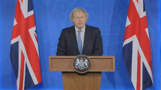 Click to play video: Johnson says vaccine passports not required as country opens, possible for international travel