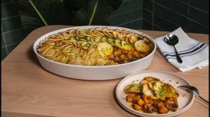 How to make plant-based Jamaican curry cottage pie (02:40)