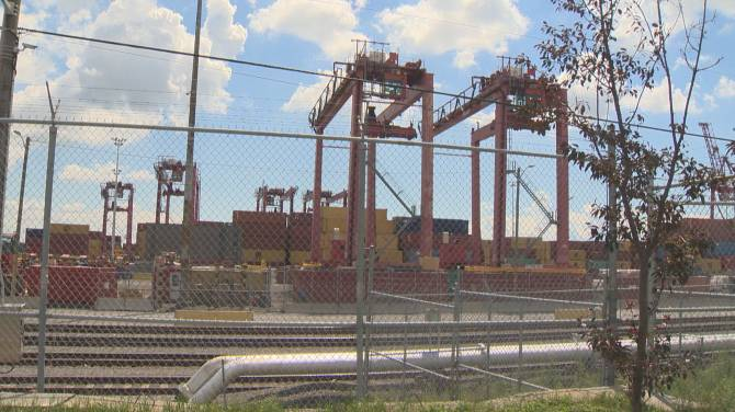 Click to play video: Legislation introduced to force striking Port of Montreal workers back to work