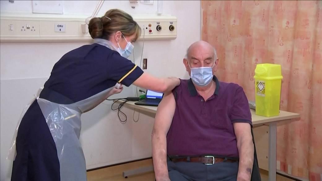 Click to play video 'Coronavirus: U.K. administers 1st shots of AstraZeneca-Oxford vaccine'