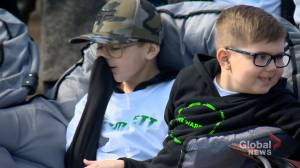 Saskatchewan Rush rally around 4-year-old Saskatoon cancer patient (01:50)