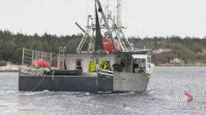 Fishermen outside of Halifax block road after seasons halted by DFO (01:52)