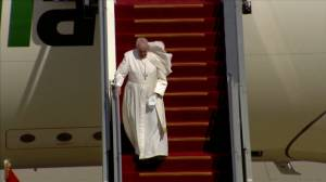 Pope Francis arrives in Iraq for historic visit (02:05)