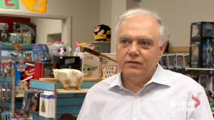 Montreal toy store owner fined thousands for surpassing operating hours (02:03)
