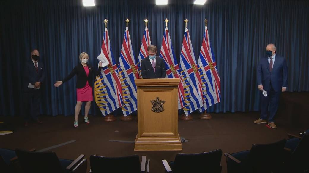 Click to play video 'B.C.'s top doctor delivers hopeful news on COVID-19 vaccination'