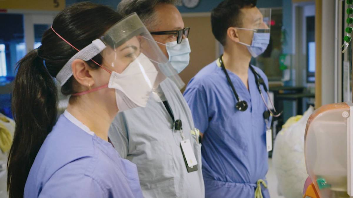 Click to play video: 'Hospitals feeling the pressure as COVID-19 cases rise'