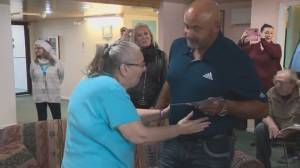 Edmonton senior surprised by visit from her favourite hockey player (01:46)