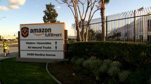 Coronavirus outbreak: Amazon warehouse employees concerned about their health (01:50)