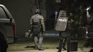 Tactical unit takes man into custody in Windsor Park (00:28)