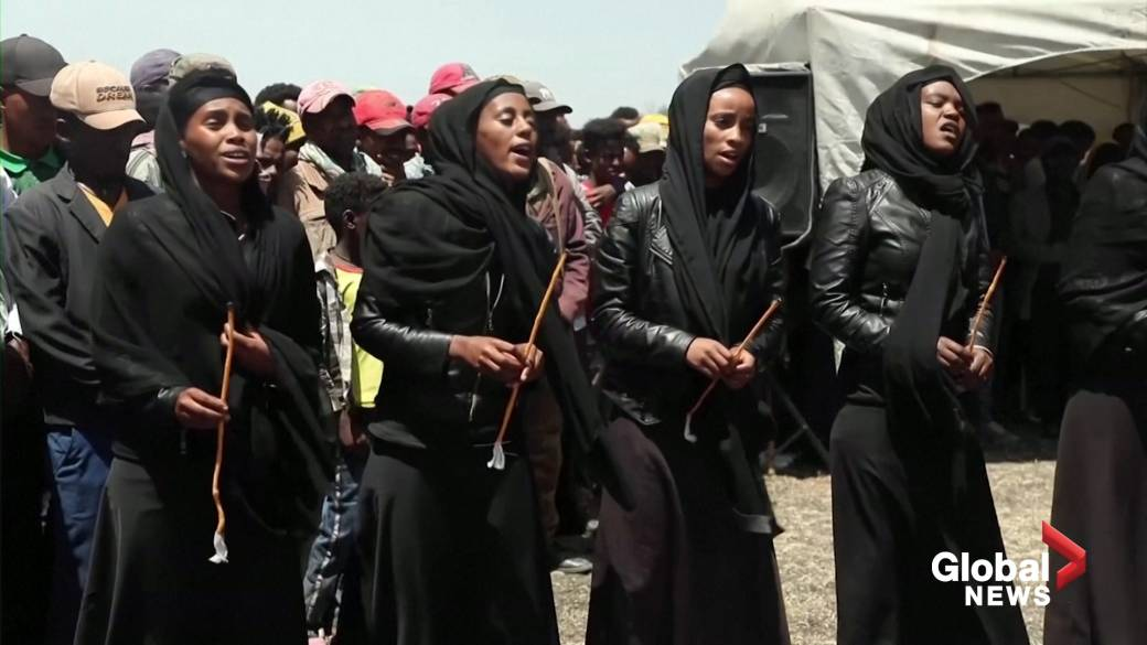 Click to play video 'Ethiopians remember 737 MAX crash 1-year anniversary at wreckage site'