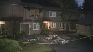 Fire breaks out at North Vancouver townhouse complex (00:54)