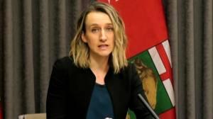 Coronavirus: Manitoba officials discuss COVID-19 vaccine distribution, prioritization (02:33)
