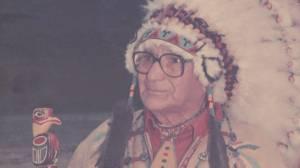 Stolen headdress returned to B.C. family 15 years later (01:51)