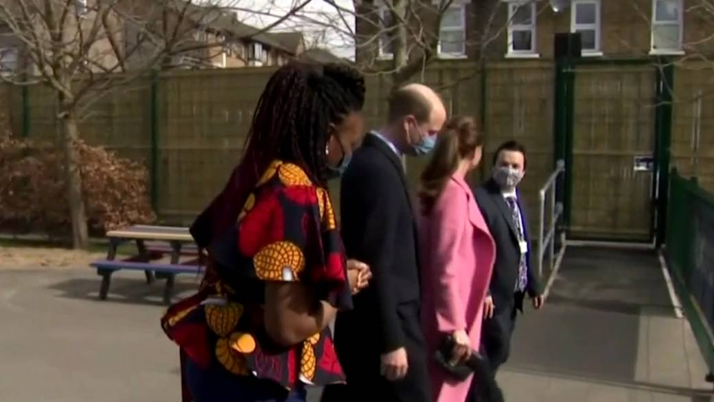 Click to play video: ''Not a racist family': Prince William responds to Meghan and Harry interview'