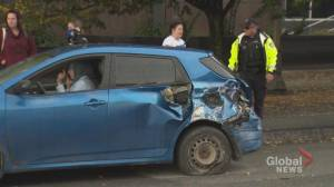 Several cars, lamppost damaged after collision in Ottawa