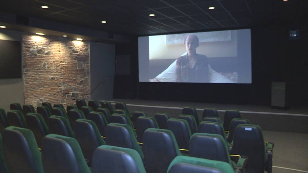 Click to play video 'Kingston-area movie theatres open their doors, again'