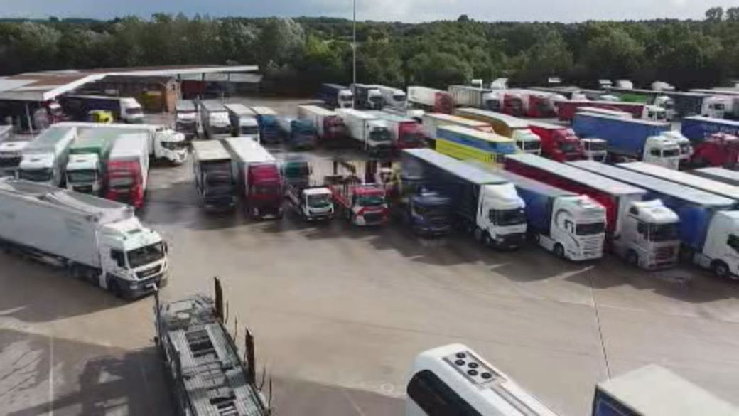 Click to play video: 'UK labour shortage struggles are causing supply issues'