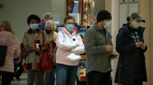 Saskatchewan brings in province-wide mask mandate, limits gatherings to 5 (01:51)