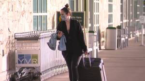 Experts urger tougher travel restrictions as COVID-19 variant spreads in B.C. (01:46)