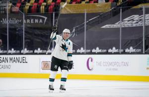 Aneroid, Sask.'s Patrick Marleau breaks NHL record set by 'Mr. Hockey' (04:18)