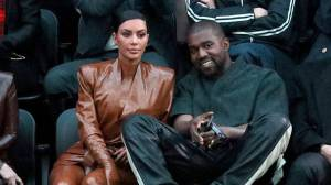 Kim Kardashian files for divorce from Kanye West (00:57)